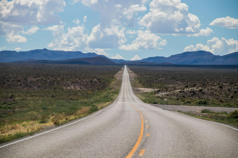 アメリカの果てしない直線道路