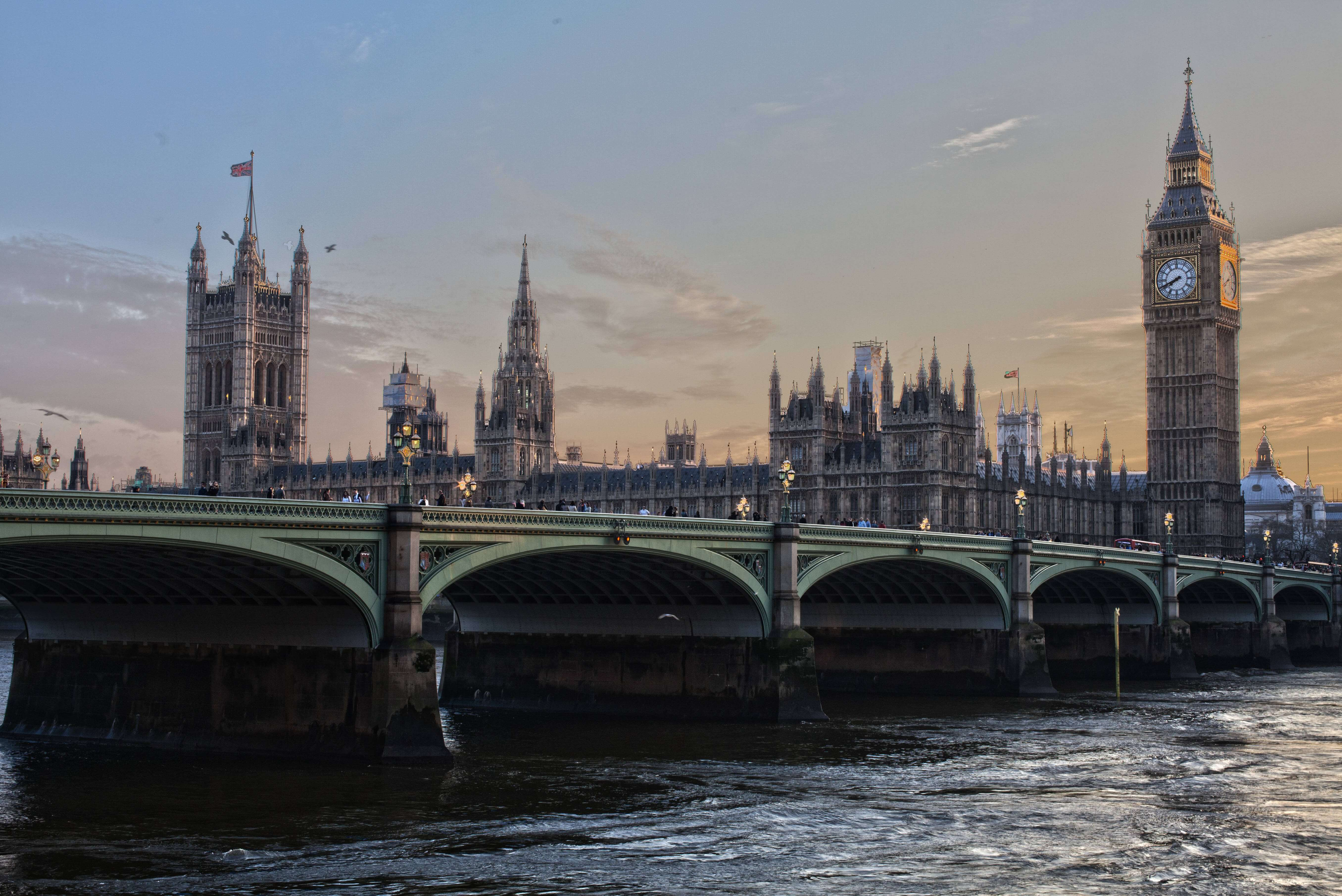 夕暮れのロンドン・ウエストミンスター宮殿