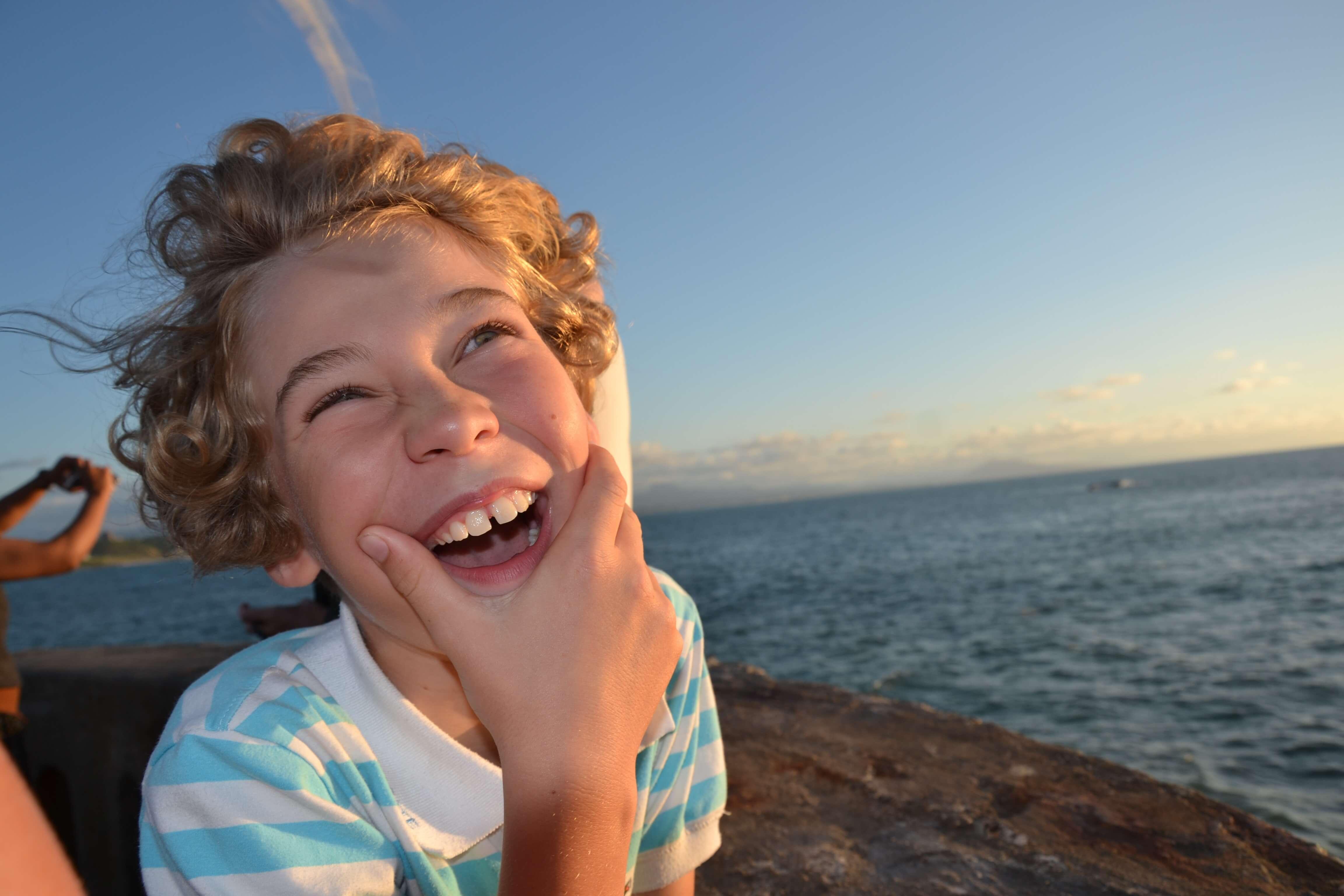 満面の笑顔の男の子